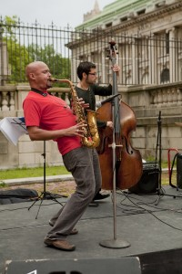 Uptown Arts Stroll 2009 honoree Miguel Zenón and his jazz trio played new arrangements of pieces by Puerto Rican and Cuban composers in the courtyard of the Hispanic Society, 23 June 2009.